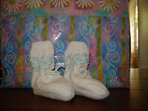 Knittingandtrolly 001